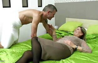 ბიჭი მოგვეწონა დიდიპორნფილმები მისი cock საძინებელი milf pussy.