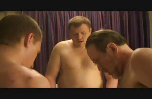 სექსუალურად მოწიფული, დიდი მკერდი ბიჭი ვიდეო